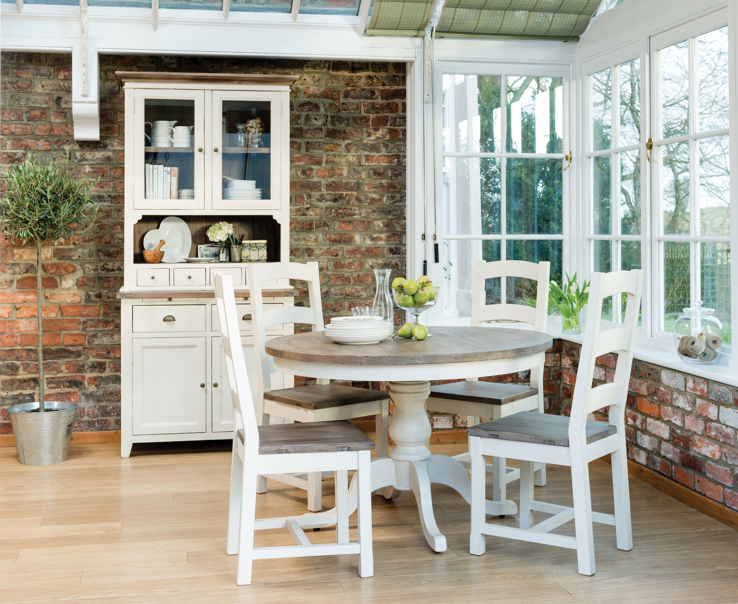 Copy of Aspen Round Dining Table   Narrow Sideboard in situ 2 scaled