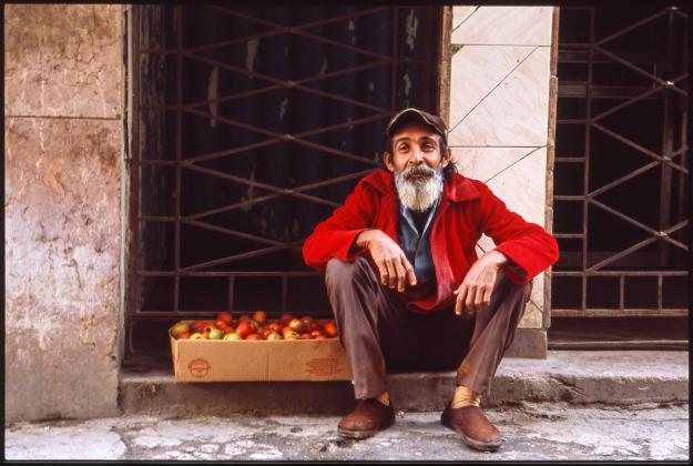 Street Apple Seller Havana